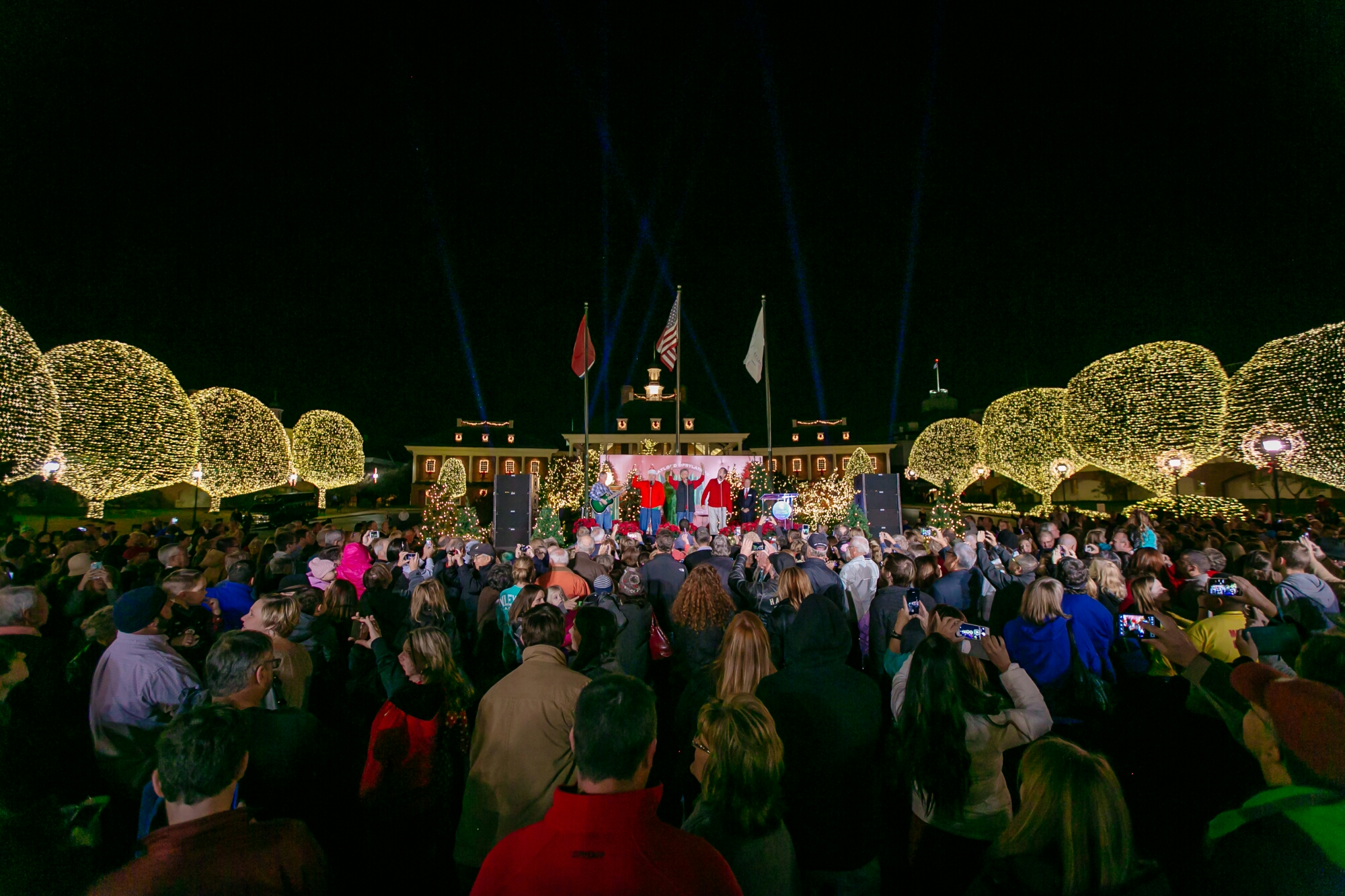 A Country Christmas at Gaylord Opryland Returns with 2.3 Million Lights